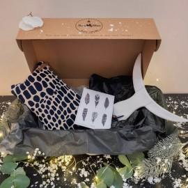 Box bohème 1 pochette 1 carte plume 1 tête de taureaux céramique blanche 1 boite cadeau