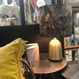 Lampe de salon en métal doré et abat-jour jungle