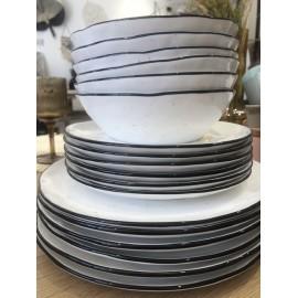 Service de 4 Assiettes plates porcelaine blanche mouchetées liseré noir